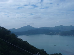 Panoramic Views from the Sun Moon Lake Ropeway () Nantou County, Taiwan (Loeffle) Tags: panorama taiwan ropeway  sunmoonlake seilbahn doppelmayr nantoucounty panoramicviews 112012 sonnemondsee  sunmoonlakeropeway aussichtsbilder