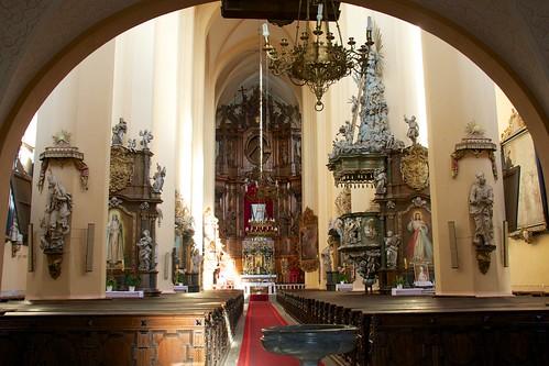 Wnętrze pocysterskiego kościoła Wniebowzięcia NMP w Kamieńcu Ząbkowickim