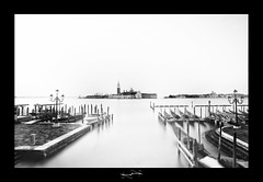 venise en noir et blanc pose longue ('^_^ D.F.N. Damail ^_^') Tags: voyage city travel italien venice light vacation italy favorite sun water set architecture darkroom photoshop canon word geotagged photography reflex europe flickr italia raw photographie affection photos explorer picture ile best fave explore ciel amour passion romantic bateau venise venezia venedig franais italie ville vieux francais adoration artistique favoris photomatix artartist dfn damail 5dmarkii photophotographe wwwdamailfr