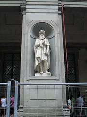 Statue of Leonardo Davinci in the courtyard of Uffizi Museum in Florence, Italy (Laura713) Tags: italy statue florence courtyard tuscany firenze piazzadellasignoria leonardodavinci uffizimuseum 2011 florenta