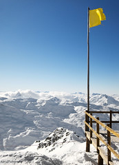 Yellow (Astrid Photography.) Tags: winter panorama mountain snow cold nature clouds fence frost view flag bluesky fencing savoie lesmenuires les3vallees coth astridphotography absolutelystunningscapes coldelachambre lesbruyres