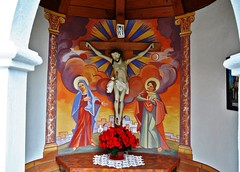 Das Altarbild unserer Kapelle  -  The altarpiece of our chapel / Explore (Mariandl48) Tags: flowers painting easter table cross blumen chapel kreuz decke bild tisch malerei altarpiece altarbild