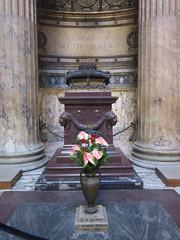 Rome: Pantheon - Tomb of King Humbert I (escriteur) Tags: img5658 rome roma pantheon temple basilica sanctamariaadmartyres stmary martyrs interior exedra chapel monument memorial tomb king humbertoi humberti savoy giuseppesacconi guidocirilli porphyry altar
