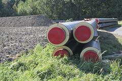 Rohre für Fernwärme (borntobewild1946) Tags: pipeline fernwärmetrasse fernwärmerohre nrw nordrheinwestfalen grevenbroich neurath rheinland niederrhein copyrightbyberndloosborntobewild1946 rohre