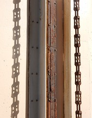 Vertical Chain (mikecogh) Tags: glenelg chain shadow vertical rust