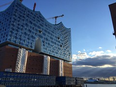 The controversial Elbe Philharmonic Hall cost around 800 Mio. EUR. (arwed.kubisch1) Tags: elbphilharmonie elbe river flus fluss cloudy clouds blue sky wolkig wolken blau himmel music halls outdoor architecture building