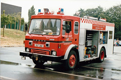 YUT311X (Emergency_Vehicles) Tags: pool swimming fire leicestershire dodge service spill emergency tender 1990 loughborough chemical angleco vut311x atending