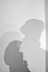 ... ho il mondo nelle mie mani... (UBU ♛) Tags: selfportrait blancoynegro blackwhite noiretblanc blues ombre biancoenero ©ubu unamusicaintesta luciombreepiccolicristalli fujifilmfinepixx100 blugris
