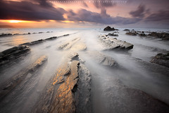 GOLDEN RUSH II (R a q u e l d e C a s t r o | Images) Tags: longexposure sunset sea beach clouds atardecer gold mar waves seascapes playa nubes olas paisvasco oro marinas barrika largaexposicin doradogolden sigma1020 canoneos50d raqueldecastro raqueldecastroimagescom