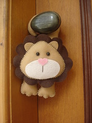Leo de Maaneta (Fofuchinhos) Tags: porta feltro decorao leo maaneta