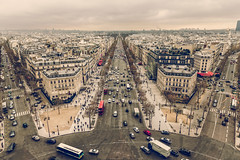 It's all in the eyes (chris.chabot) Tags: street paris france buildings ledefrance traffic roundabout historic champslyses arcdutriomphe
