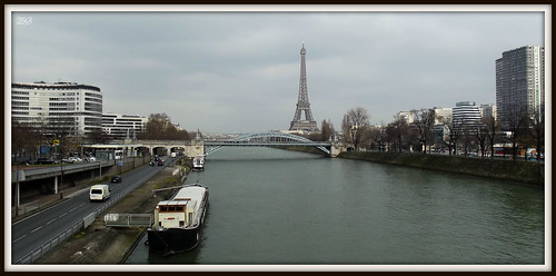 La Tour Eiffel depuis le pont de Grenelle / The Eiffel Tower from the Grenelle