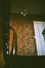Tic toc (MarinLebeau) Tags: tapisserie pattern wallpaper retro obscur clairobscur sombre dark agfavista400 vista400 35mm vintagewallpaper oldhouse