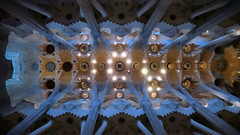 Sagrada Familia (Jorge Franganillo) Tags: church temple iglesia templo antonigaud sagradafamilia glise modernarchitecture arquitecturamoderna barcelona catalunya catalua espaa spain navecentral naucentral centralnave