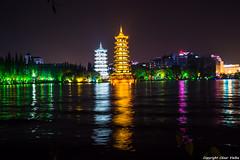 Pagodas del Sol y la Luna (cvielba) Tags: china guilin lago luna nocturnas pagoda reflejos sol