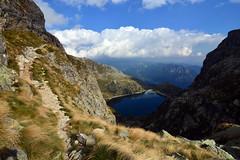 Exposed trail (supersky77) Tags: alpi alps alpes alpen orobie orobian bergamo lago cernello lac lake sentiero esposizione ripido steep path trail portula passodellaportula