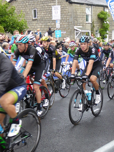 In comes the peloton, nearly quarter of an hour down