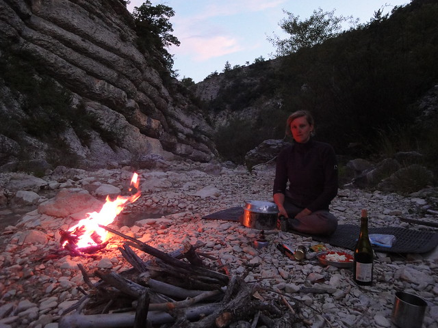 alps geotagged cycling frankreich diner campfire riverbed provence radtour lagerfeuer flussbett zürichavignon2011 geo:lat=4420852530191718 geo:lon=5420837081561442