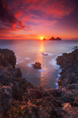 Blood Red (Dylan Toh) Tags: sunset sun rock clouds photography star islands coast iceland waves dee vestmannaeyjar diffraction reel seastack westman everlook exposureblend