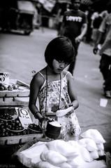 _DSC1453 (Kohji Iida) Tags: poverty street white black girl photography kid child little metro philippines salt manila vendor kohji quiapo asin iida