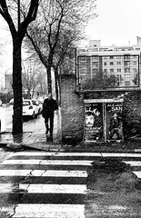 El hombre del frio (marianobs) Tags: madrid street bw snow cold calle bn frio texturas nive marb dscrx100