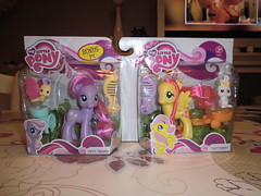 My Little Pony Daisy Dreams and Fluttershy (Girly Toys) Tags: mon petit pony my little cheerilee rainbow dash rarity daisy dreams fluttershy flitterheart pinkie pie cherry twist daffidazey zipzee breezie petal starsong scootaloo collection licorne unicorn friends dog chien bunny rabbit lapin papillon butterfly cochon pig souris mouse ecureuil squirrel missliliedolly miss lilie dolly aurelmistinguette girly toys collectible girlytoys