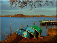 Waiting for the spring (Ostseetroll) Tags: boats spring waiting olympus boote frühling warten schaalsee zarrentin e620