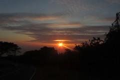 upcountry sundown (BarryFackler) Tags: trees sunset sky sun clouds island hawaii evening solar twilight scenery sundown lensflare kealakekua kona konacoast hawaiicounty southkona hawaiiisland 2013 westhawaii kealakekuahawaii barryfackler barronfackler halekiistreet kealakekuahi