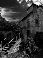 Black Mill (Nicolas -) Tags: mill moulin batiment architecture old ancien monument patrimoine versailles france nicolasthomas stairs escaliers chaumire black noir sombre dark nb bw ambiance mood monochrome sky ciel muse museum
