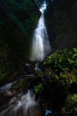 Cuando la luz se derrama (DRGfoto) Tags: orozko cascada agua linterna lightpainting