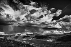 Wolken in Jotunheimen (efgepe) Tags: 2016 skandinavien norge noreg norway norwegen jotunheimen bw sw schwarzweiss schwarzundweiss blackwhite wolken clouds silverefexpro nik lightroom landschaft landscape scandinavia