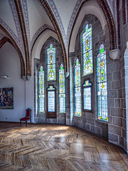 vidrieras-palacio-episcopal-Astorga_DSC5489-SNS (kanzer16) Tags: sony voigtlander ilce7r sonya7r superwideheliar15mmf45iii architecture arquitectura window ventanales vidrieras old stained glass windows color colors colores naturallight luznatural
