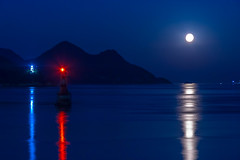 Tricolor in the dark (Hiro_A) Tags: moon moonlight lighthouse imabari shikoku japan shimanami kurushima setonaikai sea seaside moonbeams nikon d7200 sigma 1770mm 1770