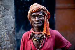 (Sbastien Pineau) Tags: street pink blue red portrait orange india man rose rouge glasses raw stones indian bleu varanasi stick pierres turban lunettes indien baton homme inde pineau narrowstreet benares uttarpradesh ruelles  bnars  banras sbastienpineau