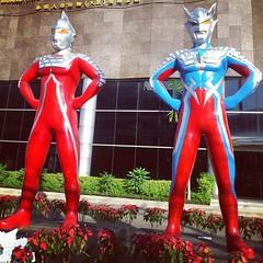 ยักษ์เฝ้าตึก/หน้าตึกเมืองไทยประกันชีวิต