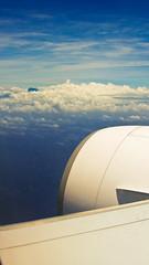 En approche Ile de la Runion - Piton des Neiges (Valentin LFW) Tags: ocean mer france reunion plane de island la indian air ile des bleu ciel corsair piton vol af nuage indien runion paradis avion aroport austral 777300er 2013 nieges