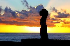 ATARDECER en ISLA DE PASCUA (Pablo C.M || BANCOIMAGENES.CL) Tags: chile sunset atardecer moai easterisland rapanui polinesia isladepascua hangaroa ahutahai oceana