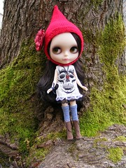 Blythe A Day February 11th:  Red (SoulsFireDesigns) Tags: red skull blythe february blythedoll elfhat aishe gnomehat blythejewelry blytheaday nostalgicpop soulsfiredesigns
