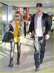 FFN_IMAGE_51017860|FFN_SET_60060489 (BlackEyedPeasPhotos) Tags: london hat sunglasses airport unitedkingdom bluejeans blondehair fergie yellowshirt whiteshirt baseballcap buttondownshirt blackleatherjacket joshduhamel blackhandbag blackleatherpants