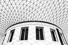 B&W British Museum (Carlos.Dez) Tags: windows bw london blanco monochrome museum canon eos monocromo negro central sigma os ventanas londres 17 british museo 70 hms britnico cpula cupule 60d