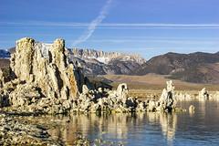 Tufa and Lee Vining Peak (fate atc) Tags: california leeviningpeak monolake pinkfloyd thegreatbasin tufa usa alkalinelake endorheicbasin