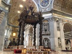 Rome: St. Peter's Basilica - Baldachin & St. Peter's Throne (escriteur) Tags: img1076 rome roma saintpetersbasilica stpetersbasilica basilicadisanpietro vaticancity altar bernini baldachin throneofstpeter chairofstpeter