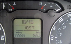 555555   555.5 (Barrytaxi) Tags: 365 photoaday photoblog skoda octavia odometer fives miles