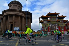 Cyclist go past the Chinese Arch and the Blackie with Katumba playing the drums (James O'Hanlon) Tags: skyride sky ride liverpool 2016 skyrideliverpool