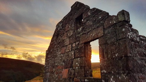 Window Light #sunset #beautiful #lastlight #ruins #cairnomount #aberdeenshire #beautifulscotland #visitaberdeen #visitaberdeenshire #visitscotland #brilliantmoments #photooftheday #landscape  #britains_talent #loves_scotland #instascotland #scotspirit #ig