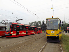 Moderus Beta MF16AC BD, #860 & Konstal 105Na, #143R, Tramwaje lskie (transport131) Tags: tram tramwaj t bdzin kzk gop moderus beta mf16ac bd konstal 105na szersze
