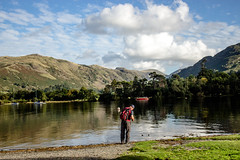 Steve at the water's edge (allybeag) Tags: glenridding patterdale lakedistrict cumbria postfloods steve ullswater lake boats fells trees