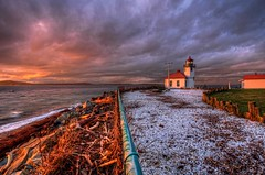 Winter Sunset at Alki Point Lighthouse (Fresnatic) Tags: seattle winter sunset orange pacificnorthwest alkibeach pugetsound hdr westcoastlighthouses alkipointlighthouse pacificcoastlighthouses pacificnorthwestlighthouses canonrebelxsi lighthousesofwashingtonstate fresnatic pugetsoundlighthouses