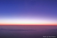 The thin line of dawn (anbri22) Tags: grancanaria plane dawn flying alba samsung galaxy s3 aereo anbri thinline vueling lineasottile flickraward vy3001