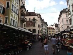 Mercato (Steve Barowik) Tags: street italy ski san strada italia lift market alpine mercato bolzano bozen geneseo sudtirol jenesien quantumentanglement barowik stevebarowik sbofls26